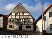 Fachwerkhaus in der Hinteren Strasse in Alverdissen. Стоковое фото, фотограф Zoonar.com/Martina Berg / easy Fotostock / Фотобанк Лори