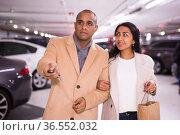 Elegant married couple in underground parking of hypermarket. Стоковое фото, фотограф Яков Филимонов / Фотобанк Лори