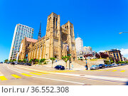 San Francisco, USA - May 20, 2016: Iconic Grace Cathedral stands ... Стоковое фото, фотограф Zoonar.com/Pius Lee / age Fotostock / Фотобанк Лори