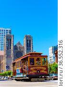 San Francisco, USA - May 20, 2016: Cable car passing down California... Стоковое фото, фотограф Zoonar.com/Pius Lee / age Fotostock / Фотобанк Лори