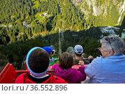 Passagiere auf der Gelmerbahn, steilste Standseilbahn Europas, Grimselwelt... Стоковое фото, фотограф Zoonar.com/Pant / age Fotostock / Фотобанк Лори