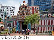 SINGAPORE, ASIA - MAY 14, 2015: Sri Veeramakalimamman Temple, one... Стоковое фото, фотограф Zoonar.com/Alexander Ludwig / age Fotostock / Фотобанк Лори