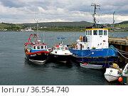 Fischtrawler im Hafen von Gairloch, Schottland, Grossbritannien / ... Стоковое фото, фотограф Zoonar.com/Pant / age Fotostock / Фотобанк Лори