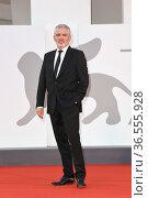 Il regista Stephane Brize' during the premiere of 'Un Autre Monde... Редакционное фото, фотограф AGF/Maria Laura Antonelli / age Fotostock / Фотобанк Лори