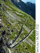 Haarnadelkurve auf der Trollstigen Passstrasse, Trollsteig, bei Andalsnes... Стоковое фото, фотограф Zoonar.com/Stan / age Fotostock / Фотобанк Лори