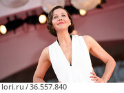 Maggie Gyllenhaal during closing Ceremony Red Carpet - The 78th Venice... Редакционное фото, фотограф Bildbyran via ZUMA Press/Maria Laura Antonelli / age Fotostock / Фотобанк Лори