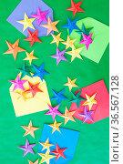 Bunte Origami Sterne aus Papier zu Weihnachten. Стоковое фото, фотограф Zoonar.com/Barbara Neveu / easy Fotostock / Фотобанк Лори