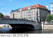 Friecrichsbrücke, brücke, berllin-mitte, schrift, inschrift, Berlin... Стоковое фото, фотограф Zoonar.com/Volker Rauch / easy Fotostock / Фотобанк Лори