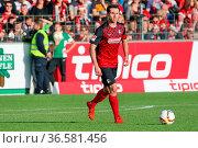 Nicolas Höfler (Freiburg) mit Ball, Fussball: 2. BL 15-16: 19. Sptg... Стоковое фото, фотограф Zoonar.com/Joachim Hahne / age Fotostock / Фотобанк Лори