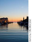 Grau du Roi, Languedoc-Rousillion, Frankreich| Grau du Roi, Aigues... Стоковое фото, фотограф Zoonar.com/Günter Lenz / age Fotostock / Фотобанк Лори