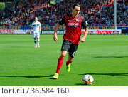 Nicolas Höfler (Freiburg) mit Ball , Fussball: 2. BL 15-16: 9. Sptg... Стоковое фото, фотограф Zoonar.com/Joachim Hahne / age Fotostock / Фотобанк Лори