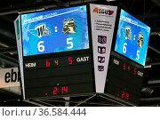 Sieg: Die Stadionuhr zeigt es an: Schwenningen hat wieder mal ein... Стоковое фото, фотограф Zoonar.com/Joachim Hahne / age Fotostock / Фотобанк Лори