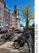 Die Kirche Sant Egidio am Waterlooplein in Amsterdam, Niederlande... Стоковое фото, фотограф Zoonar.com/Dirk Rueter / age Fotostock / Фотобанк Лори