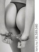 Erotische Detailansicht eines weiblichen Frauenkörpers mit Handschellen. Стоковое фото, фотограф Zoonar.com/Hans Eder / age Fotostock / Фотобанк Лори