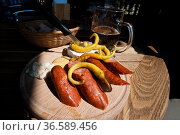 Kolbass mt Pfefferoni auf Brett,  typical czech saussages with peppers. Стоковое фото, фотограф Zoonar.com/GŸnter Lenz / age Fotostock / Фотобанк Лори