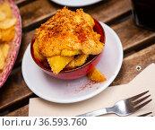 Patatas bravas with sauce, fried bacon pieces and paprika. Стоковое фото, фотограф Яков Филимонов / Фотобанк Лори