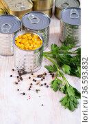 Canned pickled corn on a wooden table. Стоковое фото, фотограф Яков Филимонов / Фотобанк Лори