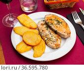 Deliciously steak of baked salmon with potatoes, nobody. Стоковое фото, фотограф Яков Филимонов / Фотобанк Лори