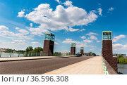 Spandauer See-Brücke in der Wasserstadt Berlin Spandau. Стоковое фото, фотограф Zoonar.com/Karl Heinz Spremberg / age Fotostock / Фотобанк Лори