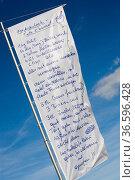 Rezept auf einer Flagge am Mast, Travemünde, Deutschland, DEU. Стоковое фото, фотограф Zoonar.com/Karl-Heinz Spremberg / age Fotostock / Фотобанк Лори