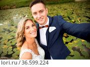 Wedding selfie. Bride and groom hugging, posing during photo shooting... Стоковое фото, фотограф Zoonar.com/Matej Kastelic / easy Fotostock / Фотобанк Лори