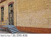 Restauriertes Fabrikgebäude in einem Hinterhof in Berlin Mitte, Berlin... Стоковое фото, фотограф Zoonar.com/Karl Heinz Spremberg / easy Fotostock / Фотобанк Лори