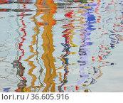 Reflexionen, Wasser, reflexion, reflektion, reflektionen, bunt, abstrakt... Стоковое фото, фотограф Zoonar.com/Volker Rauch / easy Fotostock / Фотобанк Лори