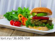 Vegan burger with greens. Стоковое фото, фотограф Яков Филимонов / Фотобанк Лори