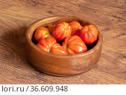 Freshly picked tomatoes in a wooden bowlstacked on the floor. Стоковое фото, фотограф Евгений Харитонов / Фотобанк Лори