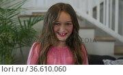 Portrait of caucasian girl looking at camera and smiling. Стоковое видео, агентство Wavebreak Media / Фотобанк Лори