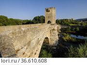 Frías medieval bridge, Romanesque origin, over the Ebro river,, Autonomous... Стоковое фото, фотограф Tolo Balaguer / age Fotostock / Фотобанк Лори