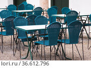 Tisch und Stuehle, Cafe. Стоковое фото, фотограф Zoonar.com/Günter Lenz / age Fotostock / Фотобанк Лори