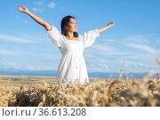 Portrait of happy young woman in a white dress, on a wheat field.... Стоковое фото, фотограф David Herraez Calzada / easy Fotostock / Фотобанк Лори