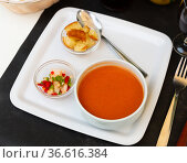 Refreshing pureed soup Gazpacho with toasted bread and vegetables. Стоковое фото, фотограф Яков Филимонов / Фотобанк Лори