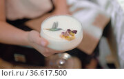 Cocktail with elegant decor in female hands. Стоковое видео, видеограф Данил Руденко / Фотобанк Лори