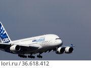Airbus A380 im Anflug auf Franz-Josef-Strauß-Flughafen, München, ... Стоковое фото, фотограф Zoonar.com/Günter Lenz / age Fotostock / Фотобанк Лори