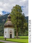 Kleine Kapelle in der Dickelschweig im Graswangtal. Стоковое фото, фотограф Zoonar.com/Eder Christa / age Fotostock / Фотобанк Лори