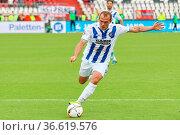 Schussgewaltig: Torjäger Erwin Hoffer, Fussball: 2. BL 15-16: 10. ... Стоковое фото, фотограф Zoonar.com/Joachim Hahne / age Fotostock / Фотобанк Лори