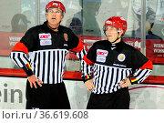Pause für die Schiedsrichter, DEL 15-16, 25. Sptg.: SERC Wild Wings... Стоковое фото, фотограф Zoonar.com/Joachim Hahne / age Fotostock / Фотобанк Лори