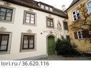 Kloster Kaufbeuren, Kaufbeuren, Bayern, Deutschland   Gate to monastery... Стоковое фото, фотограф Zoonar.com/Günter Lenz / age Fotostock / Фотобанк Лори