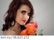Burlesqueportrait einer perfekt geschminkten und gestylten jungen... Стоковое фото, фотограф Zoonar.com/Hans Eder / age Fotostock / Фотобанк Лори