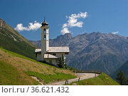 Kleine Bergkirche San Bernard im Tal von Livigno. Стоковое фото, фотограф Zoonar.com/Christa Eder / age Fotostock / Фотобанк Лори