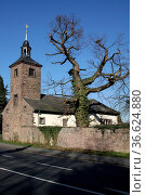 Kirche in Ohr (Emmerthal) Стоковое фото, фотограф Zoonar.com/Martina Berg / easy Fotostock / Фотобанк Лори
