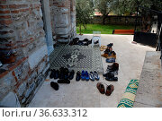 Schuhe , Moschee, schuh, kleidung, religion, islam, moslems, tradition... Стоковое фото, фотограф Zoonar.com/Volker Rauch / easy Fotostock / Фотобанк Лори