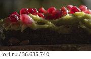 Avocado spread toast with pomegranate seeds. Стоковое фото, фотограф Данил Руденко / Фотобанк Лори