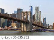 Brooklyn Bridge (1883), hybrid cable-stayed, suspension bridge, against backdrop of skyscrapers of Manhattan, New York City. United States. Стоковое фото, фотограф Валерия Попова / Фотобанк Лори