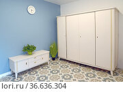 Белая мебель в холле квартиры. Стоковое фото, фотограф Ирина Борсученко / Фотобанк Лори
