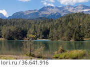 Der Weißensee ist ein Bergsee im Grenzbereich von Lechtaler Alpen... Стоковое фото, фотограф Zoonar.com/Eder Hans / easy Fotostock / Фотобанк Лори