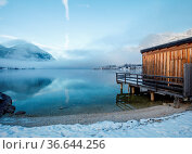 Wooden pier at mountain Lake in winter at Grundlsee in Austria. Стоковое фото, фотограф Zoonar.com/Maximilian Pawlikowsky / easy Fotostock / Фотобанк Лори