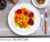 Vegetable salad - corn, carrots and beets. Стоковое фото, фотограф Яков Филимонов / Фотобанк Лори